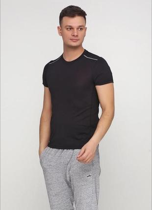 Чёрная мужская футболка crivit