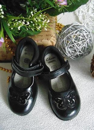 Мигают.шикарные туфли clarks 7f