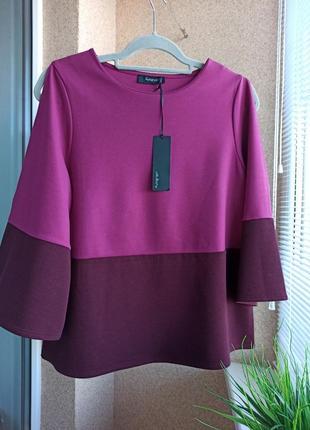 Красивый изысканный трикотажный свитерок с разрезами по плечам цвета марсала