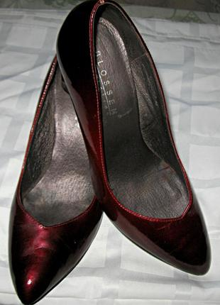 Очень элегантные лакированные туфельки придадут вашей ножке изящности.