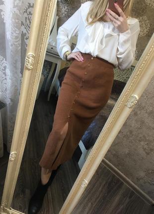 Трикотажная юбка-миди с разрезом и пуговицами впереди