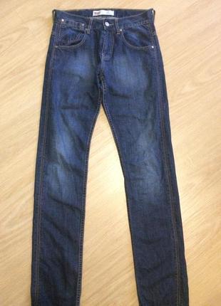Завужені джинси від levis