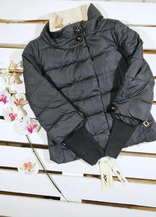 Весенняя черная куртка с довязам на рукавах