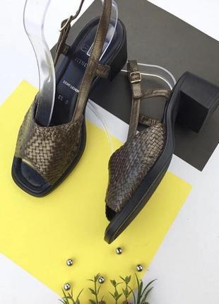 Кожаные босоножки на устойчивом каблуке с ремешком на щиколотке ara