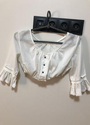 Блуза белая топ укороченная хлопковая с рюшами и кружевом