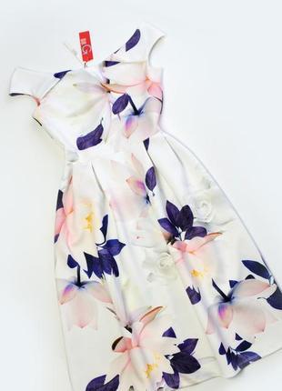 Плотное белое платье в цветы миди1 фото