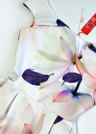 Плотное белое платье в цветы миди5 фото