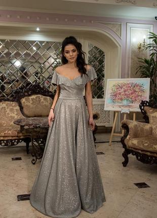 Романтическое платье с открытими плечами