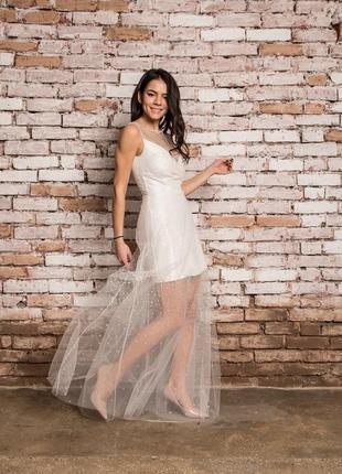 Нежное, легкое платье с сеткой с кристалами