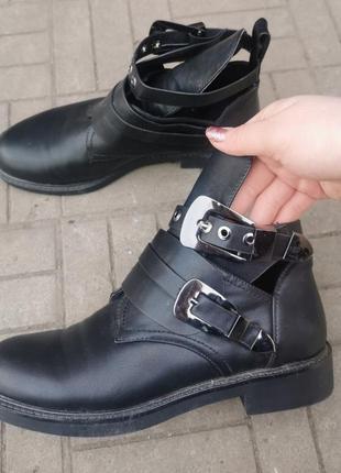 Стильные грубые ботинки  39 размер (25см)