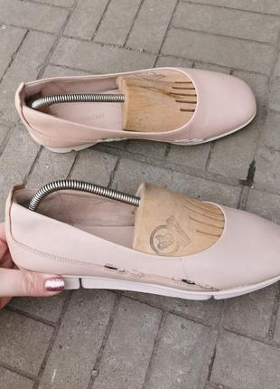 Кожаные туфли балетки фирмы clarks,