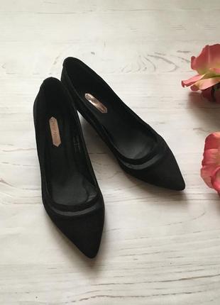 Замшевые туфли-лодочки на низком каблуке(37р)