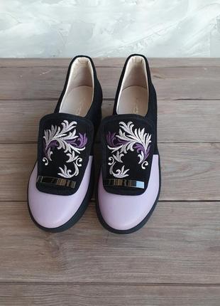 Туфли с вышивкой, туфли без каблука