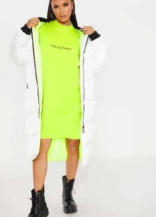 Prettylittlething. товар из англии. лаймово-неоновое платье в стиле оверсайз.