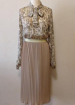 Шикарнейший комплект из юбки плиссе и блузки с бантом
