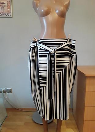 Элегантная черно - белая юбка