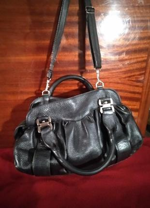 Очень красивая кожаная сумка.