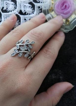 Серебряное кольцо с цирконами и чернением