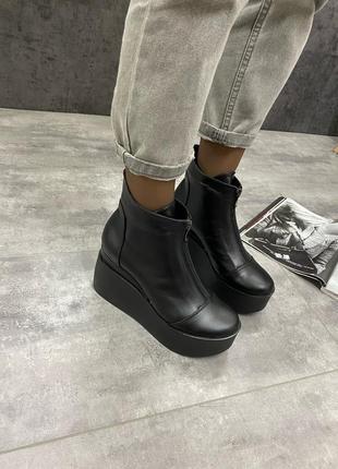 Женские демисезонные ботинки на танкетке натуральная кожа