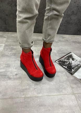 Демисезонные женские ботинки на танкетке натуральный замш