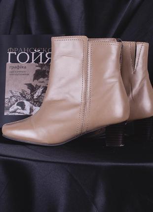 Винтажные сапожки с квадратным носком, демисезонные сапоги на низком каблуке4 фото