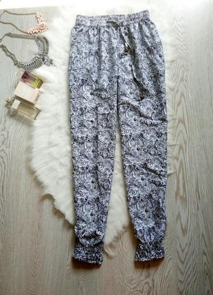 Белые с черным рисунком легкие летние штаны султанки на резинке батал большой размер