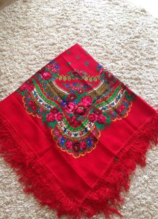 Красивый шерстяной платок