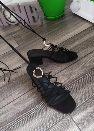 Шикарные новые босоножки на шнуровке asos