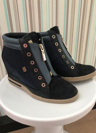 Очень красивые и практичные ботинки-сникерсы