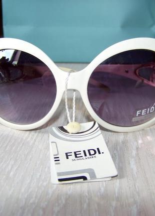 Крупные бело-бежевые очки-стрекозы с серо-сиреневой градиентной линзой feidi