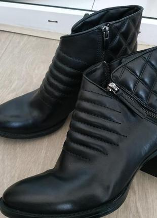 Ботинки clarks (деми) р.39 ( 6 d) кожа!