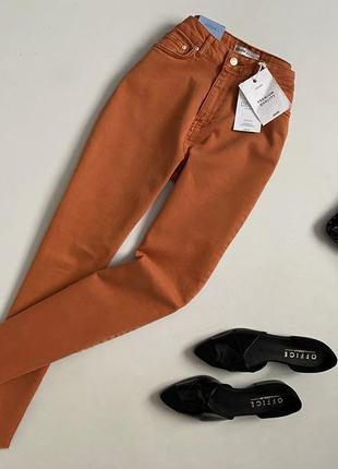 Новые трендовые мом джинсы с высокой посадкой и необработанным краем cropp