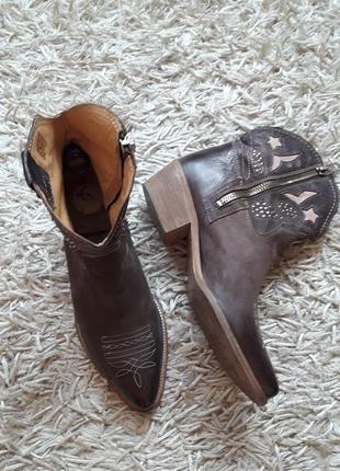 Ботинки,казаки,натур кожа,деми