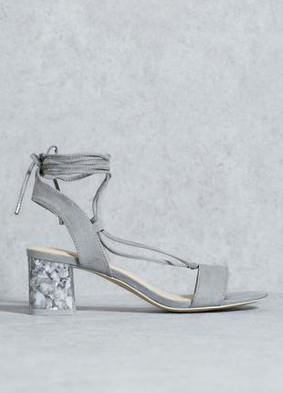Замшевые босоножки с шнуровкой на блочном каблуке под мрамор от topshop