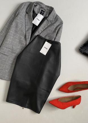 Новая идеальная кожаная юбка миди sinsay