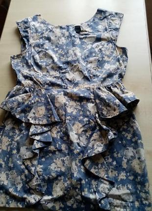 Коттоновые платье с волнами и молнией на спинке.