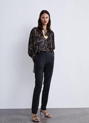 Трендовая удлиненная блуза в принт цепи zara
