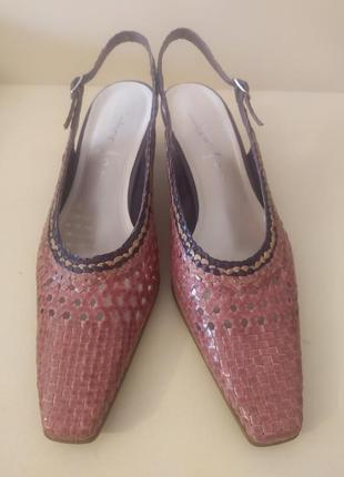 Шикарные босоножки с закрытым носком из натуральной кожи от gabor