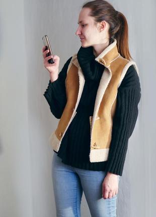 Мягкая жилетка с мехом и карманами