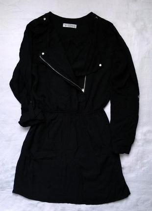 Коротенька чорна сукня
