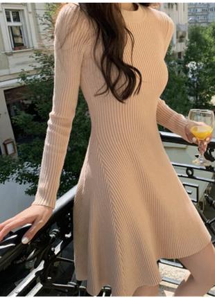 5. бежевое трикотажное платье
