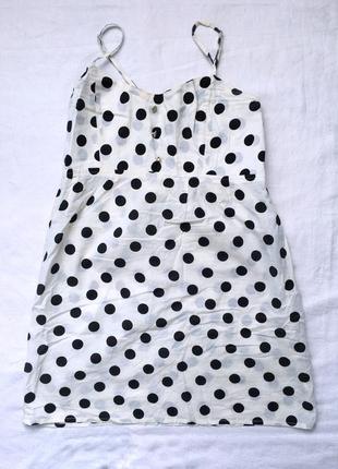 Легенька біла сукня в горошок