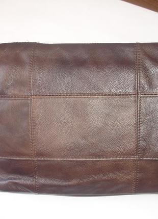 Фирменнная кожаная сумка кроссбоди средних размеров новая