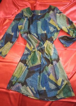 Элегантное платье-абстракция.