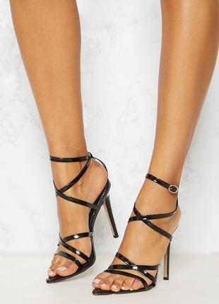 Стильные босоножки на каблуке prettylittlething