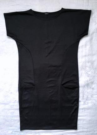 Чорна сукня прямого крою