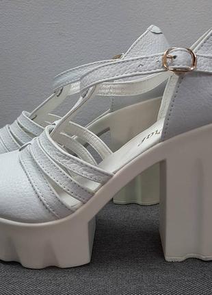 Белые кожаные босоножки размер 40