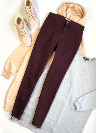 Плотные джинсы с идеальной посадкой