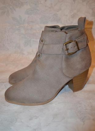 Красивые ботинки 40 размера