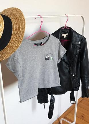 Короткая стильная футболка топ топик от new look. р-р xs-s